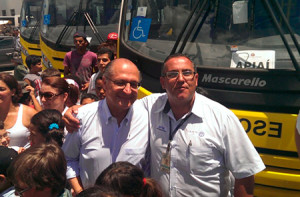 Marcos José Cantelli com o governador Geraldo Alckmin no treinamento dado aos condutores de ônibus adquiridos pela Secretária da Educação do Estado São Paulo