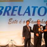 Pedro Bolzzoni, diretor comercial da Librelato, recebe o prêmio Fenabrave
