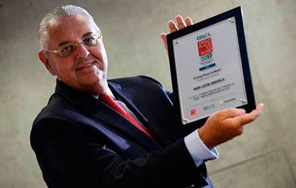 Presidente da MAN, Roberto Cortes, recebe o prêmio GPTW 2017
