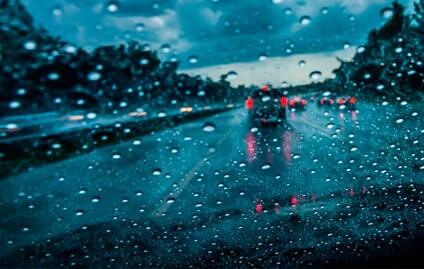 Dicas para dirigir com segurança em dias de chuva