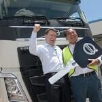 """Entrega do Volvo FH ao vencedor da promoção """"Peça Volvo e Ganhe Mais"""""""