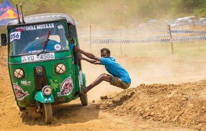 Criativos, motoristas de tuk-tuk encaram 'corrida maluca' na Ásia